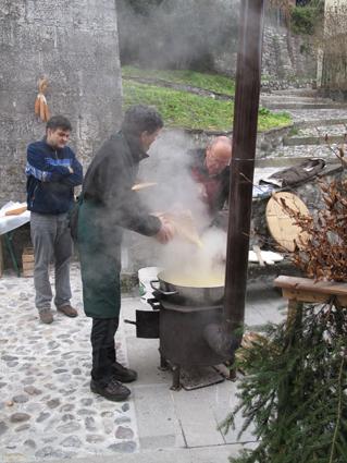 La polenta fume dèjà...tant mieux car il fait bien froid...