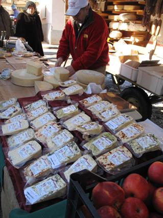 Le fabricant et ses spécialités de fromages.